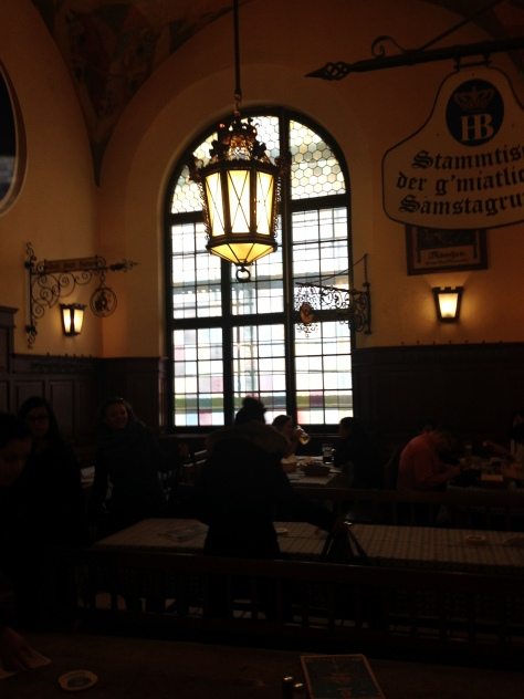 Cosy atmosphere at Hofbräuhaus