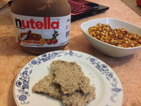 Snacking: Raw nutella and sesame crackers